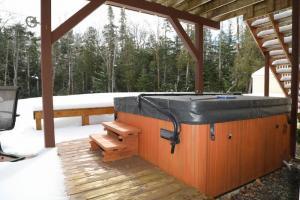 19 Hot tub